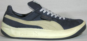 Puma California retro sneaker, dark blue with off-white formstrip