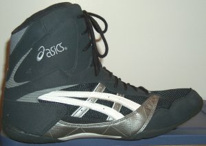 "ASICS ""The Baum"" wrestling shoe in dark grey, silver, and white"