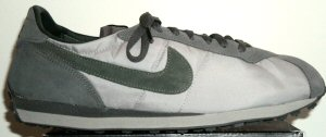 The Nike Waffle Trainer shoe in gray with dark green SWOOSH